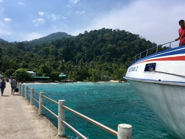 Arrivée en ferry à l'île de Tioman, Malaisie
